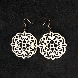 Premier Designs Doily Earrings